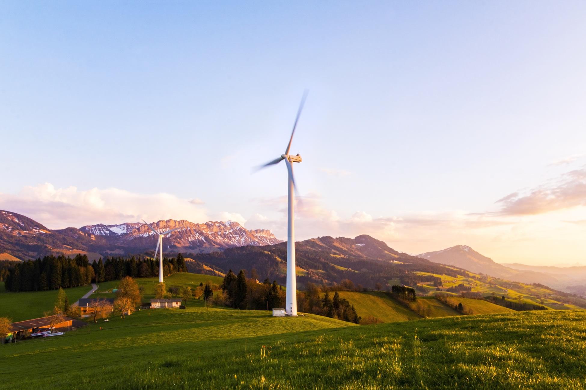 Za 30 let bude polovina elektřiny ve světě ze slunce a větru. V Česku z uranu