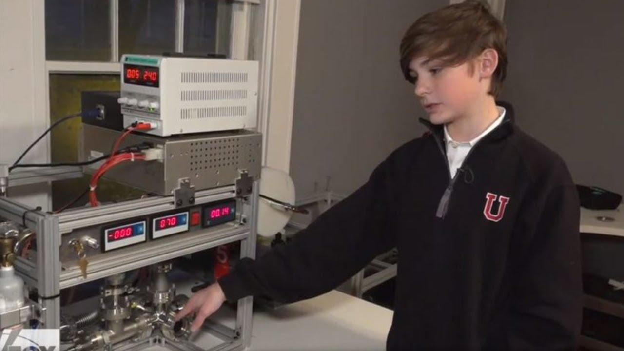 12ti letý chlapec si doma postavil funkční reaktor pro jadernou fůzi. Součástky koupil na eBay.