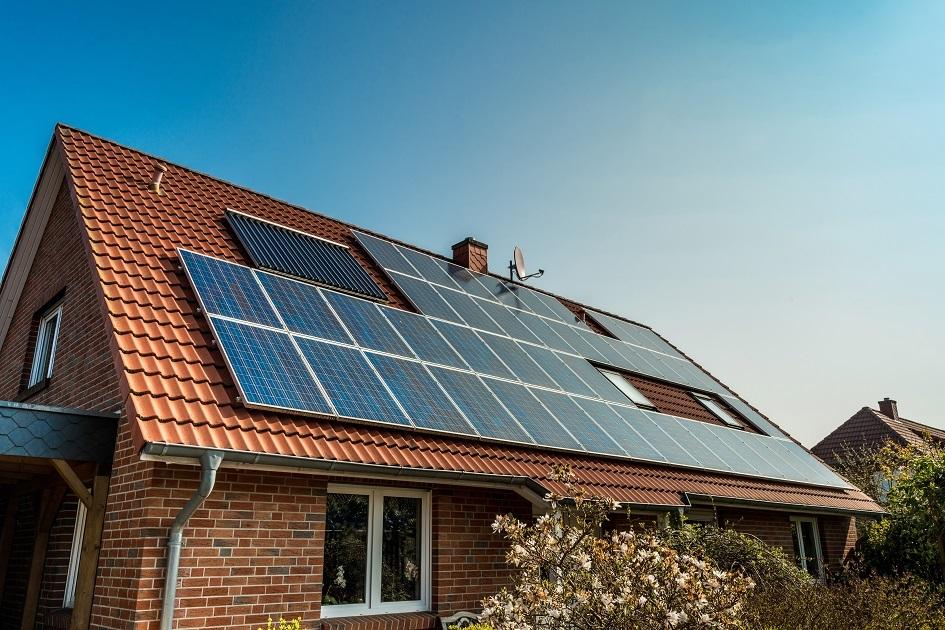 Studie: Budování fotovoltaik nastartuje ekonomiku líp než dotace aeroliniím