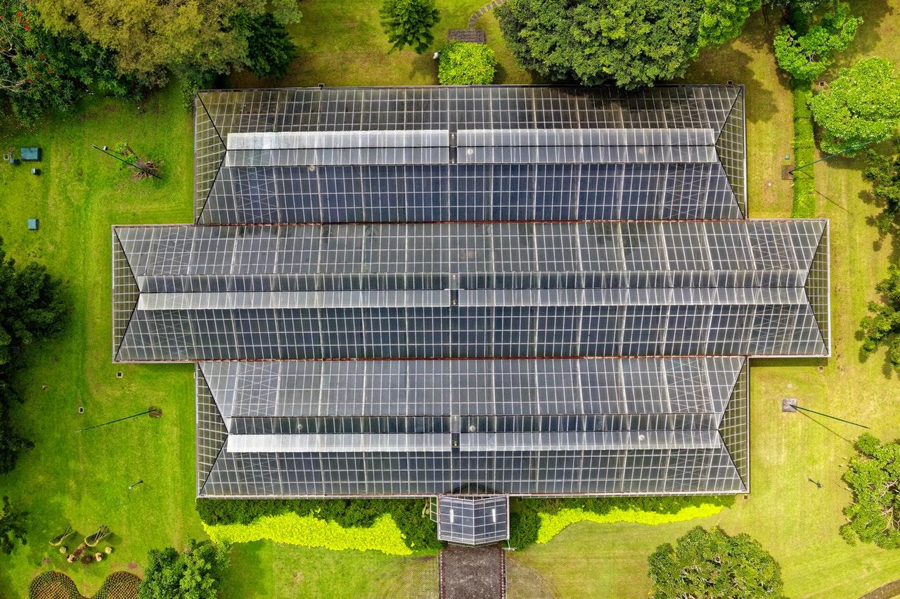 Stát dává od fotovoltaiky ruce pryč, přitom je nejvýhodnější