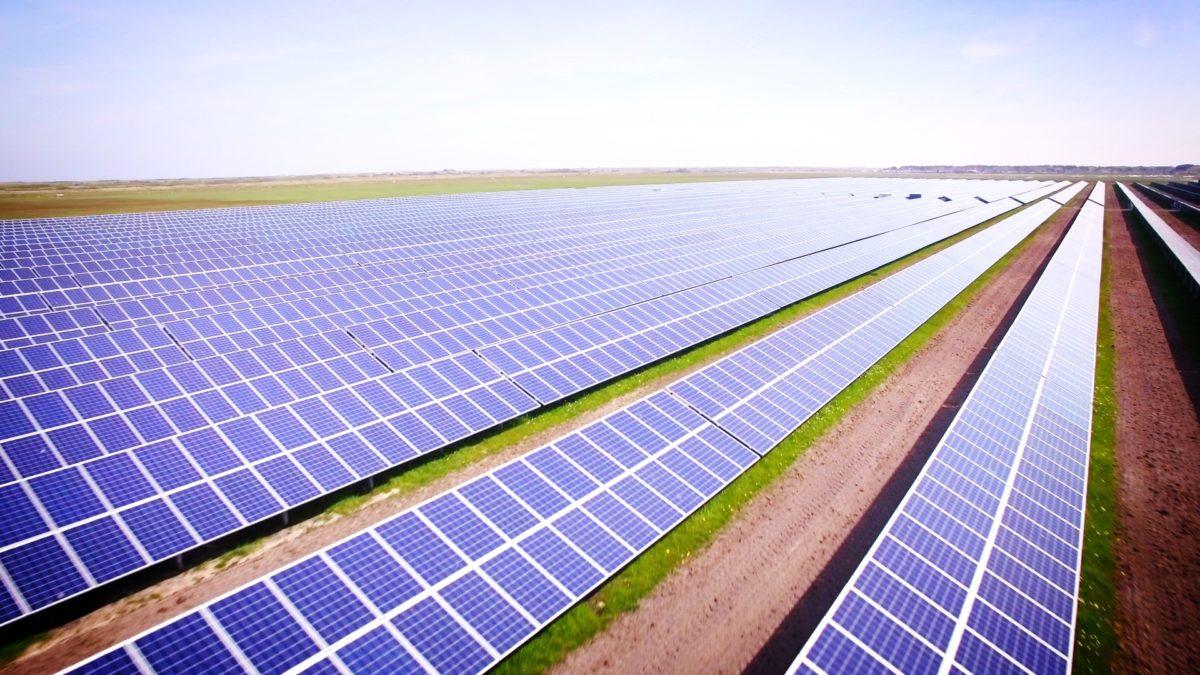 Stát dostává polovinu roční podpory od solárníků zpátky