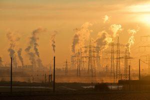 Uhelné elektrárny vypouští v zimě enormní množství emisí, stát selhal