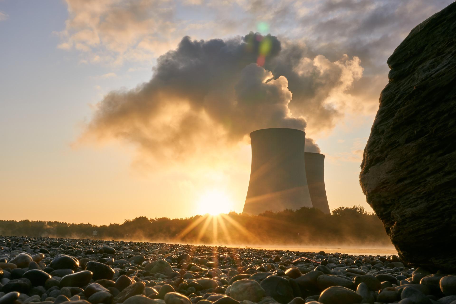 Adie Jádru. Francie plánuje přechod na obnovitelné zdroje