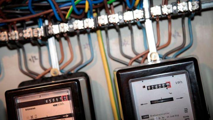 Distributoři začnou montovat chytré elektroměry. Zaplatí je zákazníci